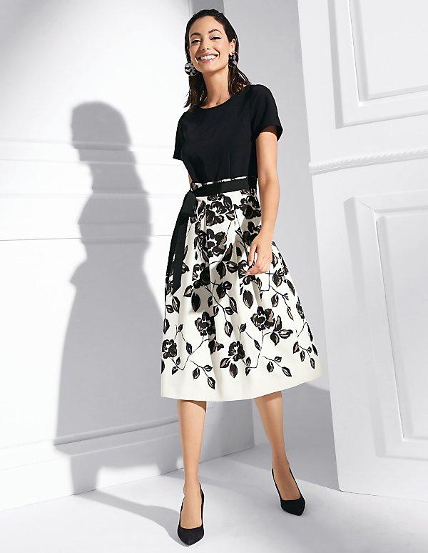 low priced 1f15c c4cfc Elegante Kleider für stilvolle Auftritte bestellen ...