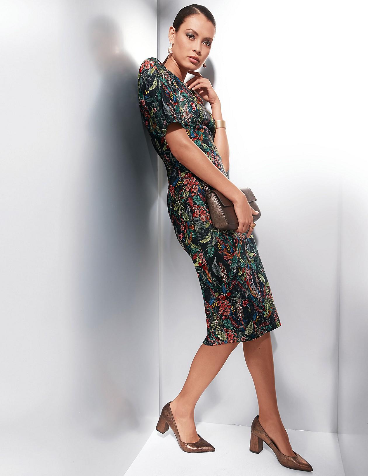 ec7d29e75b8c9c Etui-Kleid mit Floral-Dessin, schwarz/multicolor, blau, rot, schwarz |  MADELEINE Mode